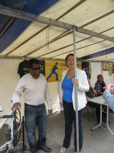 Devant le tandem champion du monde, Le président Candide Codjo s'entretient avec Madame Carine Petit, maire du XIVe sur les activités de l'ASLAA.