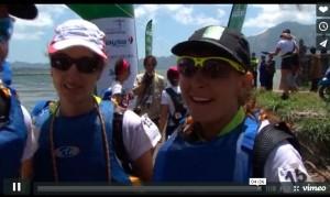 De gauche à droite, Sandrine, Meriam et Annick livrent leur premières impressions à l'issue du triathlon (jour 2). Voir la vidéo à 4 min 30. Raid Amazones 2015 - Bali.