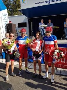 Montlouis-sur-Loire - 2017 - Remise d'un trophée aux filles de l'ASLAA avec les champions de France !
