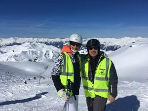 Mériam et son pilote en ski alpin à la Plagne en 2018