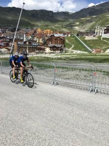 Thibaut Rigaudeau et Julien Chesnais en pleine action sur l'Étape du Tour de France 2019